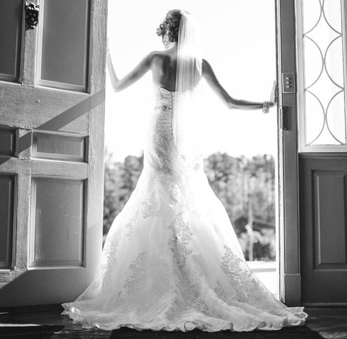Mansion Bride (Photo Credit - Amanda and Chad Photography)