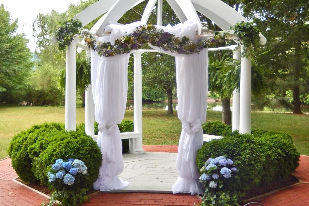 wedding gazebo flowers